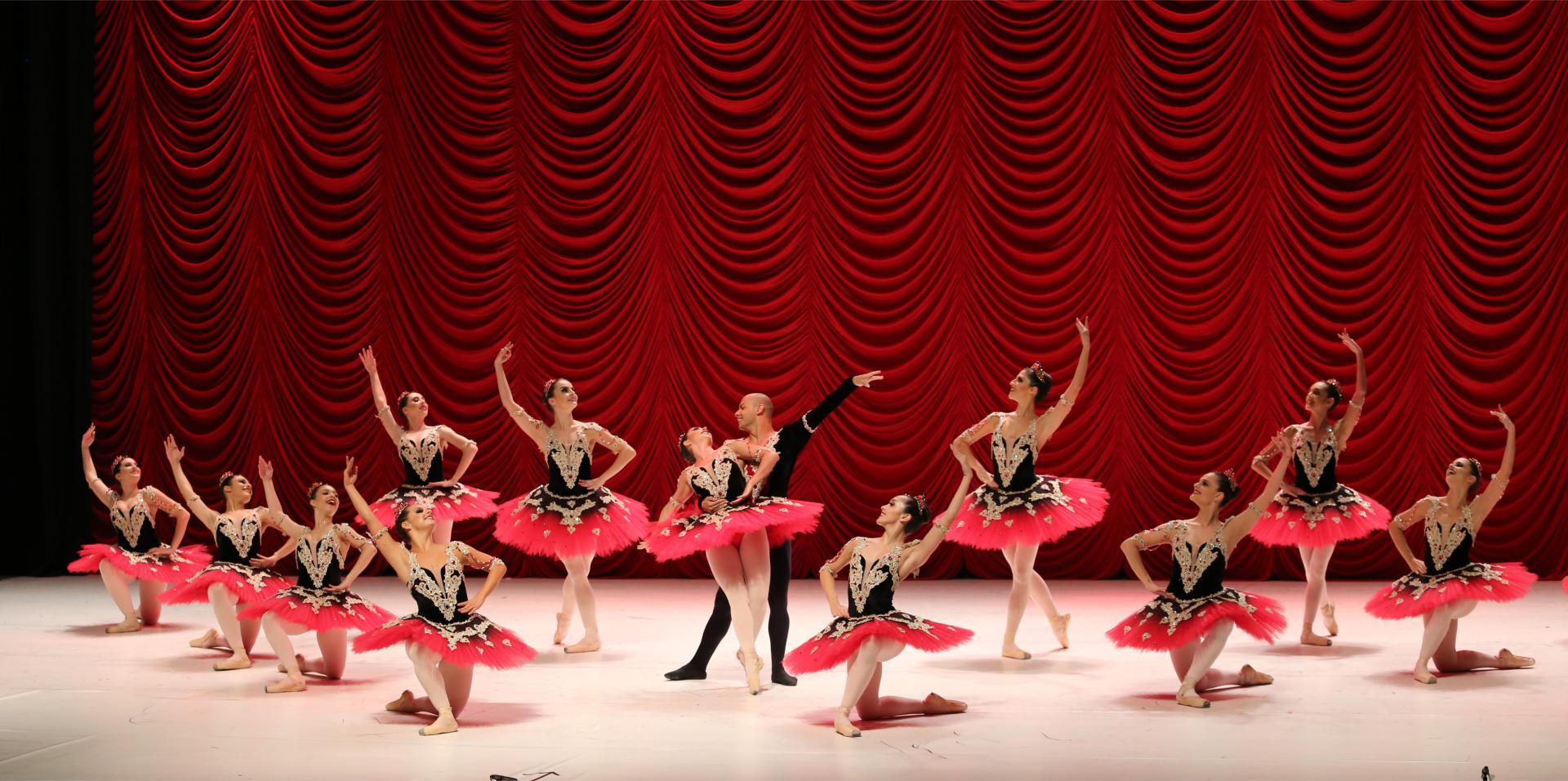 Apresentação Ballet Ana Araujo